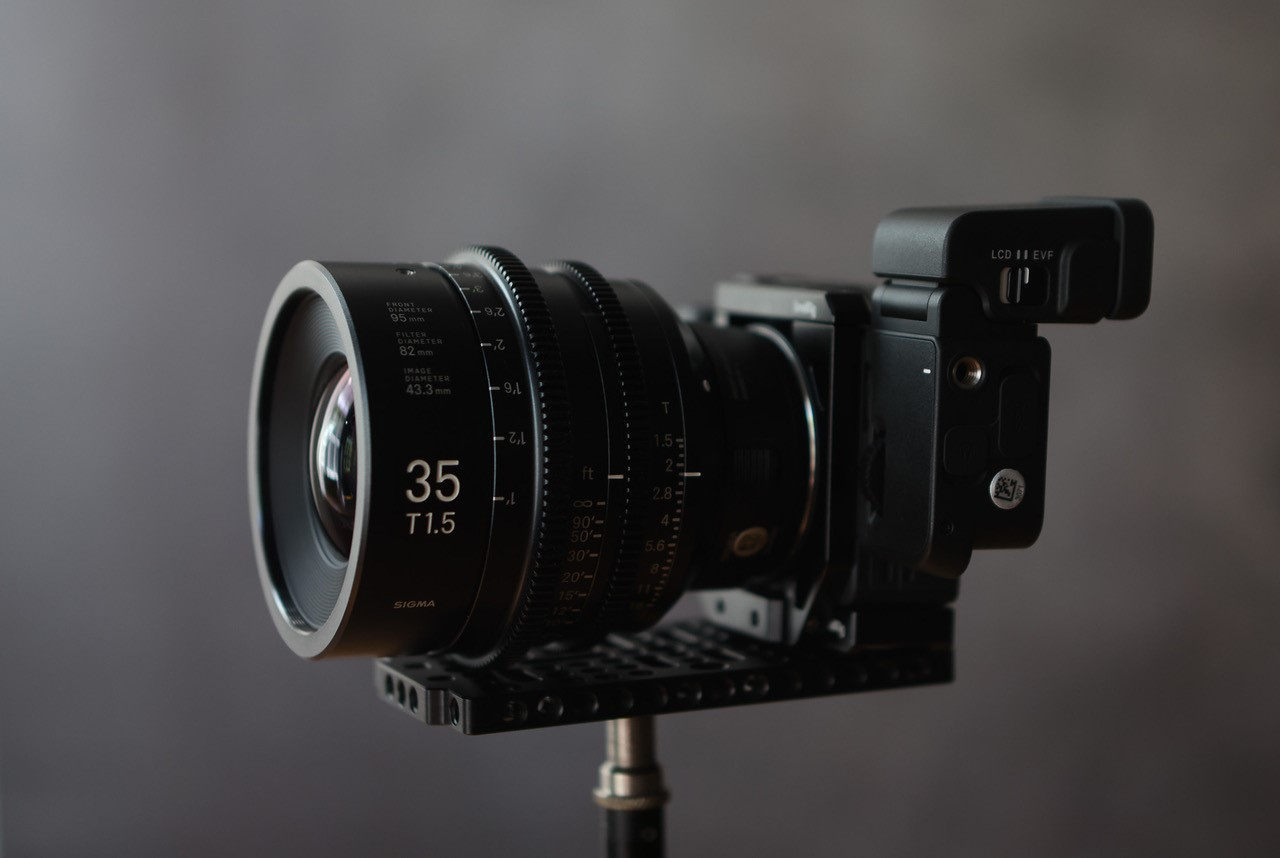 SIGMA fp L: The Director's Viewfinder
