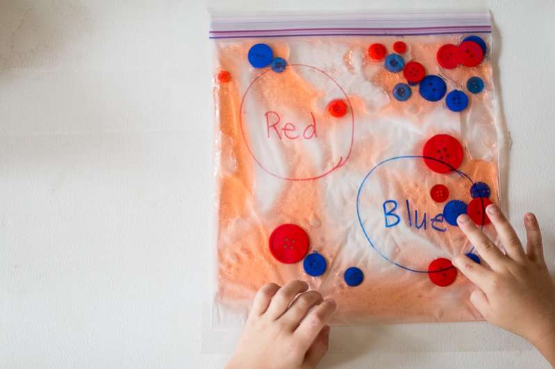 Make a Super Easy Squishy Color Sorting Sensory Bag with Your Kids!